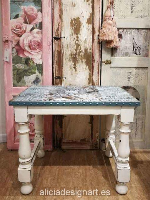 Mesita auxiliar con sobre de metal decorado - Taller decoracíon de muebles antiguos Madrid estilo Shabby Chic, Provenzal, Rómantico, Nórdico