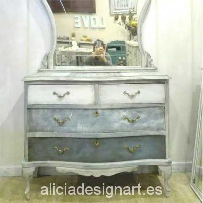 Comoda antigua con espejo decorada - Decoracíon de muebles antiguos estilo Shabby Chic, Provenzal, Rómantico, Nórdico