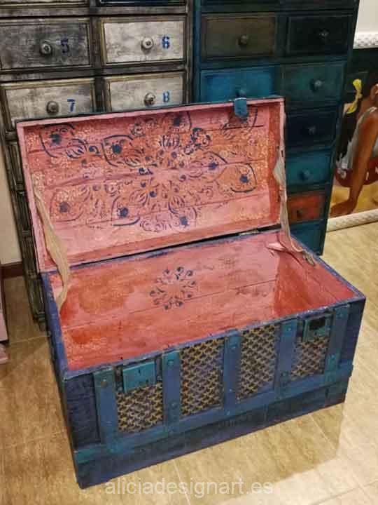 Baúl antiguo estilo Boho Chic decorado con stencil - Taller decoracíon de muebles antiguos Madrid estilo Shabby Chic, Provenzal, Rómantico, Nórdico