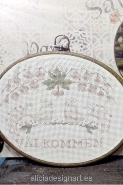 Cuadro ovalado horizontal sueco punto de cruz - Decoracíon de muebles antiguos estilo Shabby Chic, Provenzal, Rómantico, Nórdico