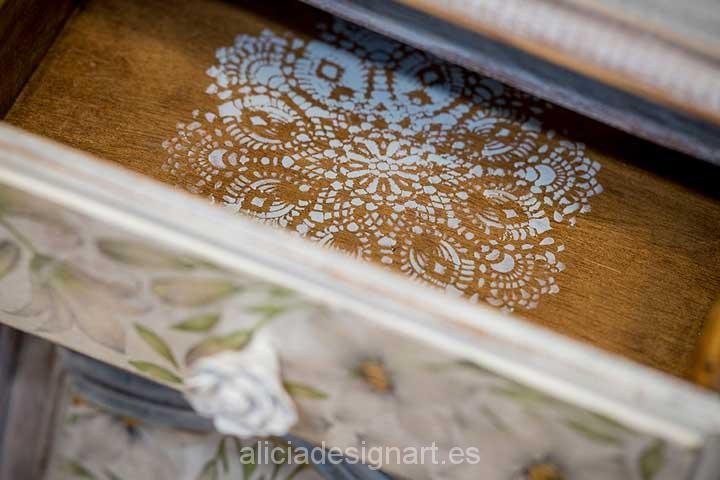 Cajón de mesita de noche decorado con estarcido - Decoracíon de muebles antiguos estilo Shabby Chic, Provenzal, Rómantico, Nórdico