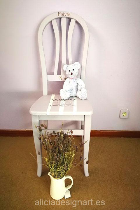 silla-vintage-provenzal-lila-y-blanca-estilo-shabby-chic-romántico-con-osito-de-peluche