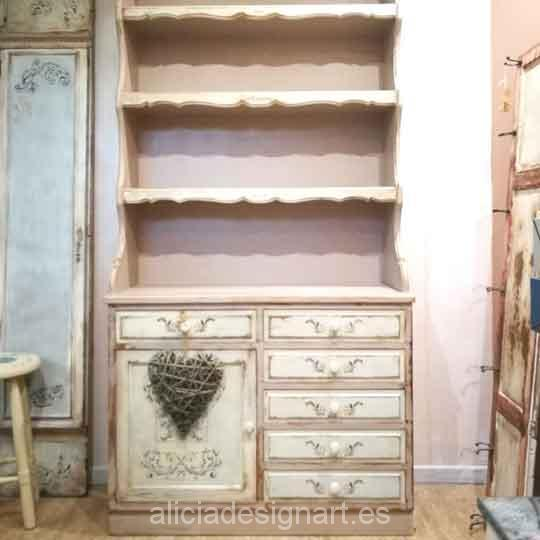 Alacena vintage restaurada y decorada estilo romántico color visón - Taller decoración de muebles antiguos Madrid estilo Shabby Chic, Provenzal, Romántico, Nórdico
