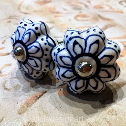 tiradores-boho-cerámica-florales-blancos-azules-adamascados-alicia-designart