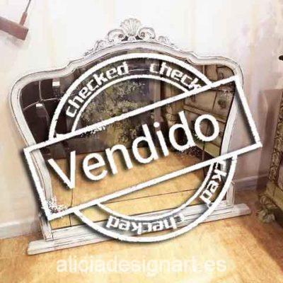Espejo antiguo romántico blanco decapado estilo francés - Taller de decoración de muebles antiguos Madrid. Muebles de colores, productos y cursos.