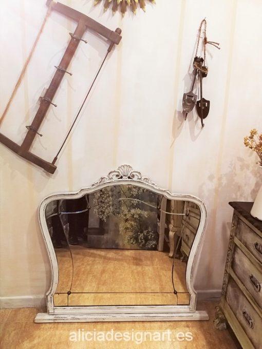 espejo-romántico-antiguo-recuperado-a-mano-blanco-decapado-Alicia-Designart.