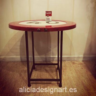 mesa-retro-vintage-reciclada-de-hierro-hecha-a-mano-estilo-industrial-señal-de-tráfico-prohibido-circular-a-más-de-40-km-Alicia-Designart-1.jpg