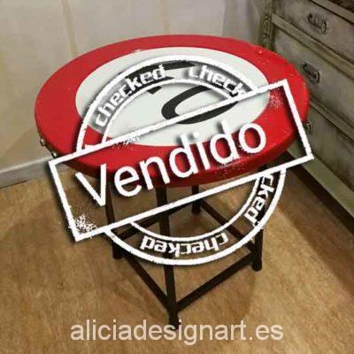mesa-retro-vintage-reciclada-de-hierro-hecha-a-mano-estilo-industrial-señal-de-tráfico-prohibido-circular-a-más-de-40-km-Alicia-Designart