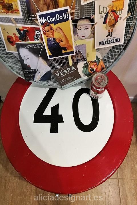 mesa-vintage-reciclada-de-hierro-hecha-a-mano-estilo-industrial-señal-de-tráfico-prohibido-circular-a-más-de-40-km-Alicia-Designart