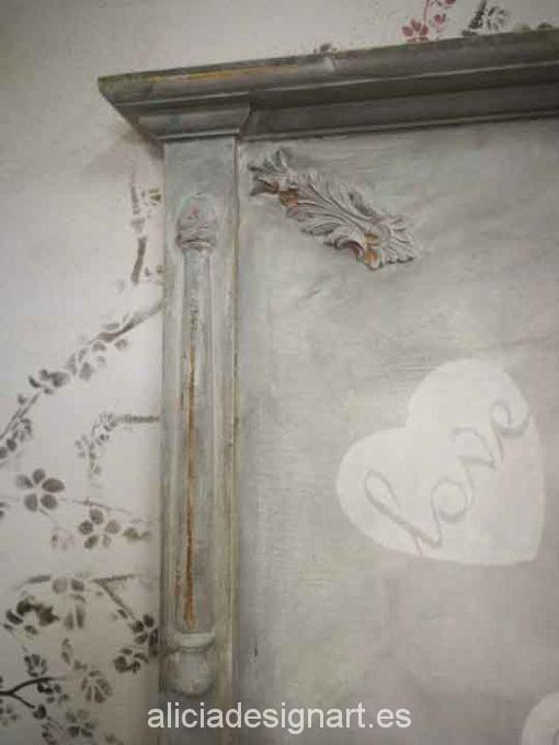 Cabecero antiguo restaurado y decorado con angelito y corazones - Taller decoracíon de muebles antiguos Madrid estilo Shabby Chic, Provenzal, Romántico, Nórdico