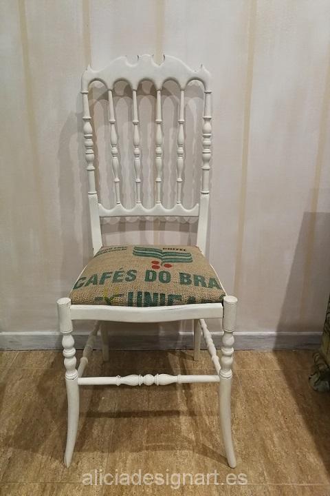 Vendido silla vintage blanca shabby chic tapizada con for Sillas iconicas
