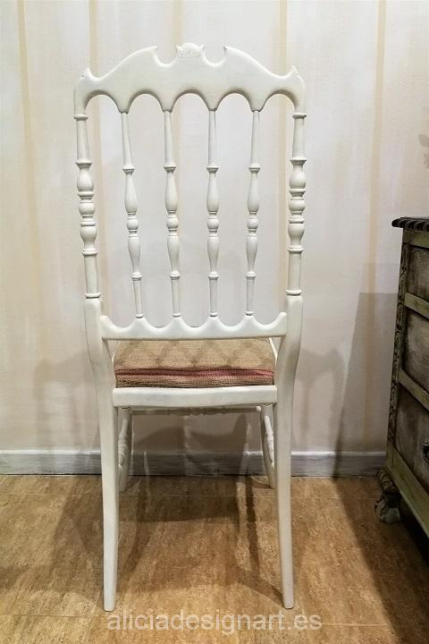 silla-vintage-restaurada-Alicia-Designart-blanca-tapizada-con-saco-de-café