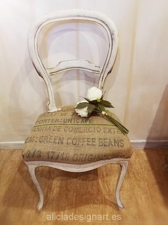 Vendido sillas vintages isabelinas blancas shabby chic for Sillas blancas tapizadas