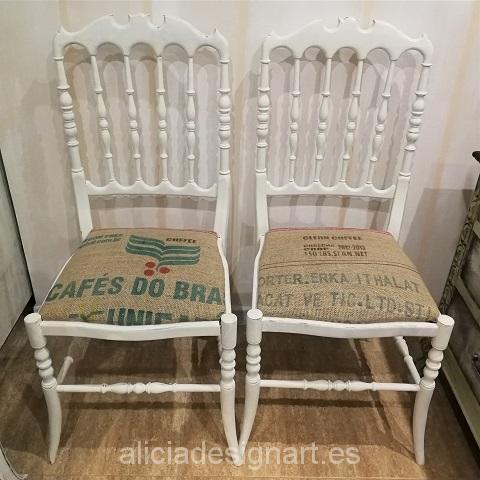 Vendido silla vintage blanca shabby chic tapizada con - Sillas tapizadas vintage ...