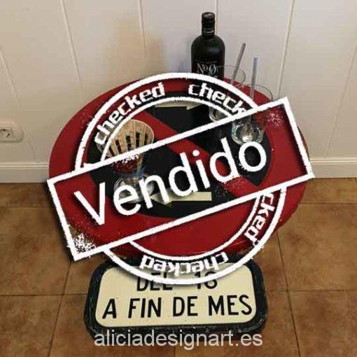 Mesita auxiliar redonda señal de trafico reciclado - Taler decoracíon de muebles antiguos Madrid estilo Shabby Chic, Provenzal, Rómantico, Nórdico