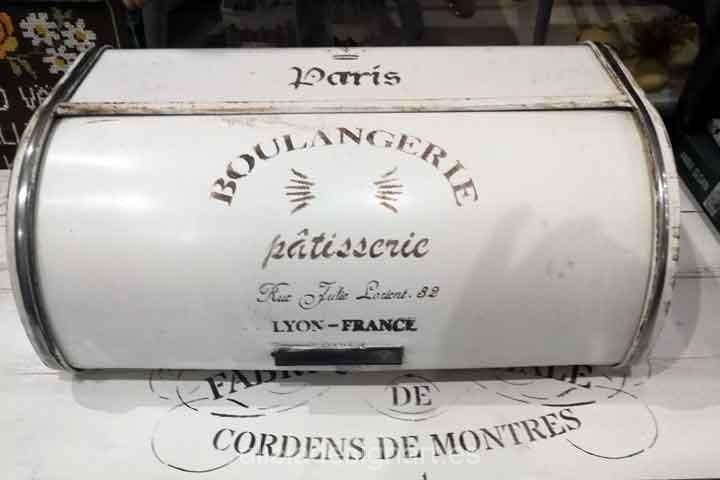 Panera metal blanco vintage atrezzo - Taller decoracíon de muebles antiguos Madrid estilo Shabby Chic, Provenzal, Rómantico, Nórdico