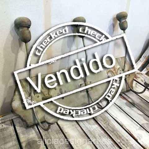 Perchero tres ganchos con flor de lis Shabby Chic - Tienda de productos de decoración en Madrid. Plantillas de stencil, papel decoupage, pintura decoración, Shalk Paint, accesorios