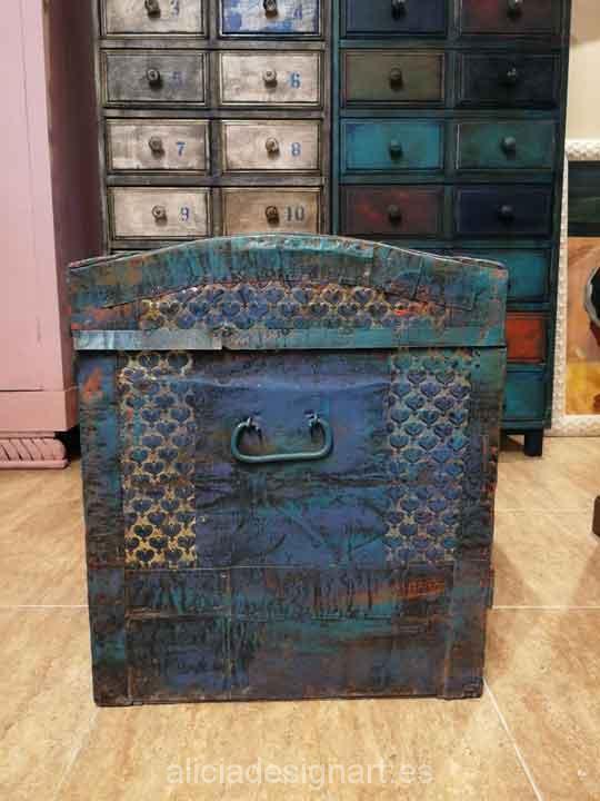 Ba l antiguo de madera y metal restaurado y decorado en - Muebles estilo antiguo ...