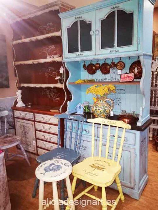 Alacena romántica azul Shabby Chic y stencils - Taller decoración de muebles antiguos Madrid estilo Shabby Chic, Provenzal, Rómantico, Nórdico