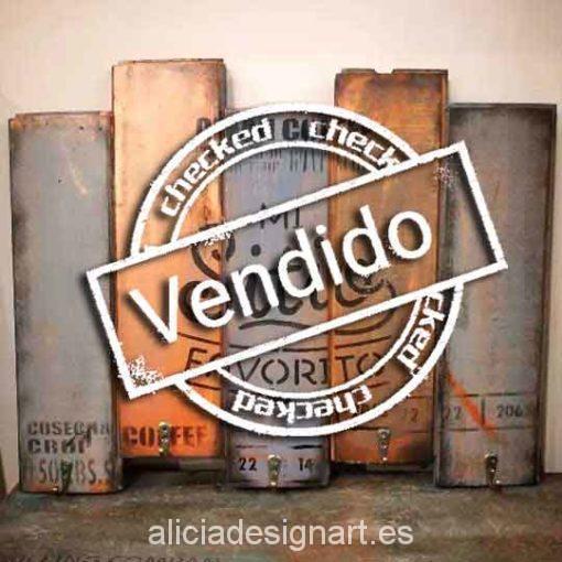 Colgador de tazas en madera reciclada decorado estilo Vintage - Taller decoracíon de muebles antiguos Madrid estilo Shabby Chic, Provenzal, Rómantico, Nórdico
