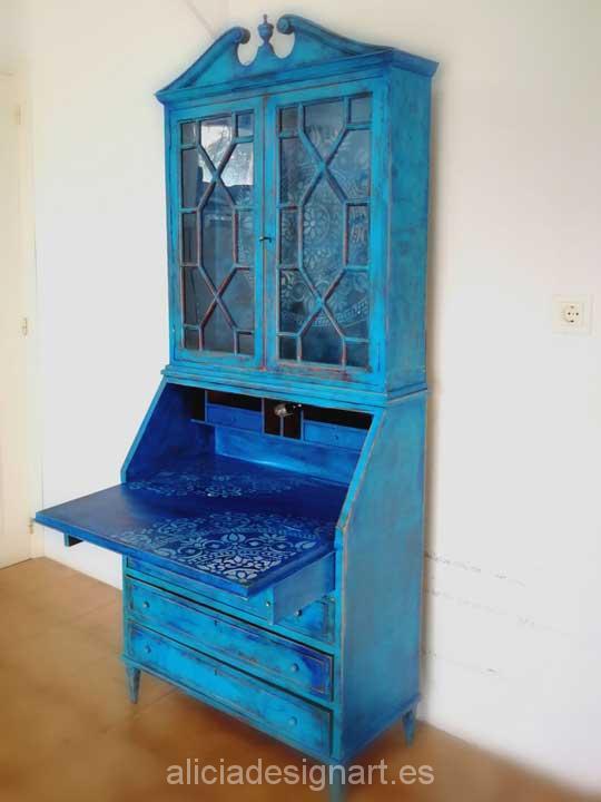 Decoraci n de mueble antiguo escritorio vitrina estilo - Muebles antiguos madrid ...