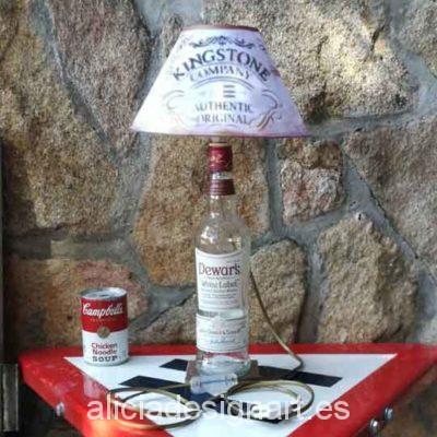 Lámpara decorativa de mesa realizada a partir de una botella de whisky - Taller decoración de muebles antiguos Madrid estilo Shabby Chic, Provenzal, Rómantico, Nórdico