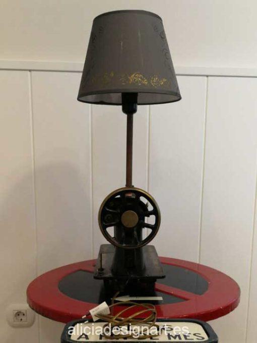 Máquina de coser antigua marca Hexagon convertida en lámpara de mesa Steampunk - Taller decoración de muebles antiguos Madrid estilo Shabby Chic, Provenzal, Rómantico, Nórdico