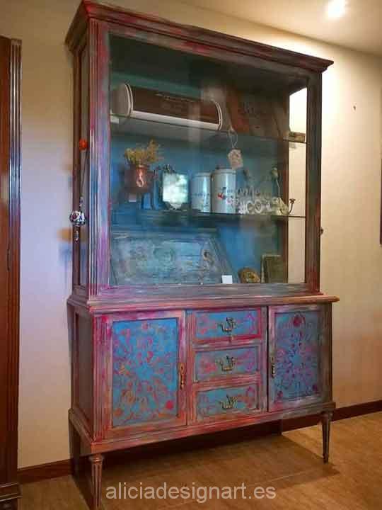 Vitrina antigua de nogal macizo decorada estilo Boho Chic - Taller decoración de muebles antiguos Madrid estilo Shabby Chic, Provenzal, Rómantico, Nórdico