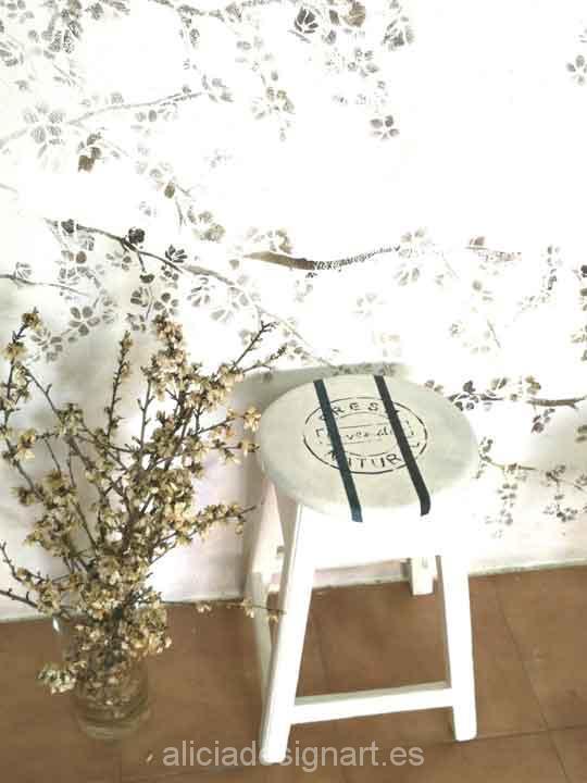 Taburete antiguo de madera maciza decorado estilo Shabby Chic con stencil - Taller decoración de muebles antiguos Madrid estilo Shabby Chic, Provenzal, Rómantico, Nórdico