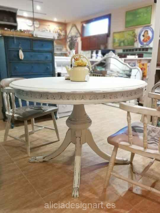 Mesa redonda extensible vintage madera maciza - Taller decoración de muebles antiguos Alicia Designart Madrid.