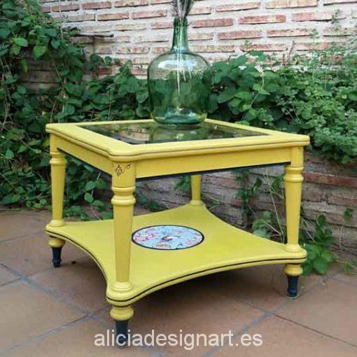 Mesita auxiliar clásica decorada color mostaza y azul, precioso mueble de colores - Taller decoración de muebles antiguos Alicia Designart Madrid.