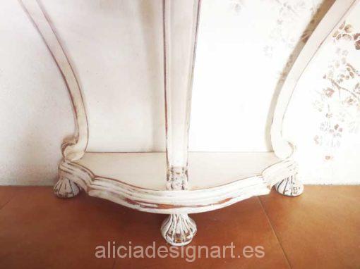 Consola antigua de tres patas decorada estilo Shabby Chic Barroco - Taller decoración de muebles antiguos Alicia Designart Madrid.