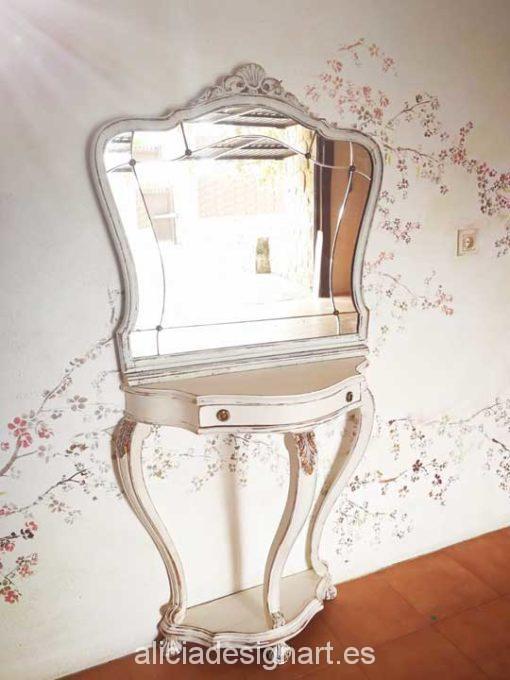 Consola antigua de tres patas y espejo decorados estilo Shabby Chic Barroco - Taller decoración de muebles antiguos Alicia Designart Madrid.
