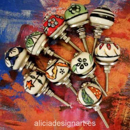 Pomos tiradores de cerámica estilo Boho Chic India - Tienda de productos de decoración en Madrid. Plantillas de stencil, papel decoupage, pintura decoración, Shalk Paint, accesorios