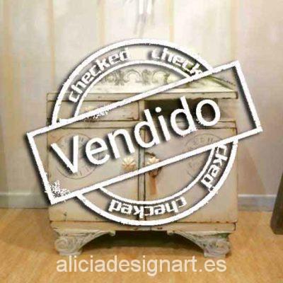 Mesita de noche Art Déco decorada estilo Shabby Chic blanco con stencil - Taller de decoración de muebles antiguos Madrid. Muebles de colores, productos y cursos.