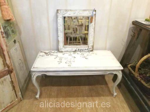 Mesa de centro antigua Shabby Chic blanco y stencil - Taller de decoración de muebles antiguos Madrid. Muebles de colores, productos y cursos.