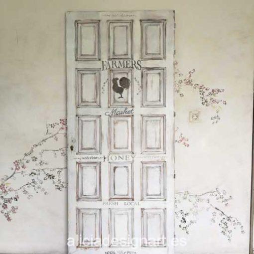 Puerta vintage a cuarterones decorada estilo Shabby Chic rústico blanco con stencil - Taller de decoración de muebles antiguos Madrid. Muebles de colores, productos y cursos.