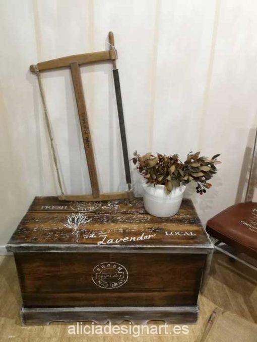 Baúl rústico chic de madera, estilo Farm House con stencil - Taller decoración de muebles antiguos Madrid estilo Shabby Chic, Provenzal, Romántico, Nórdico
