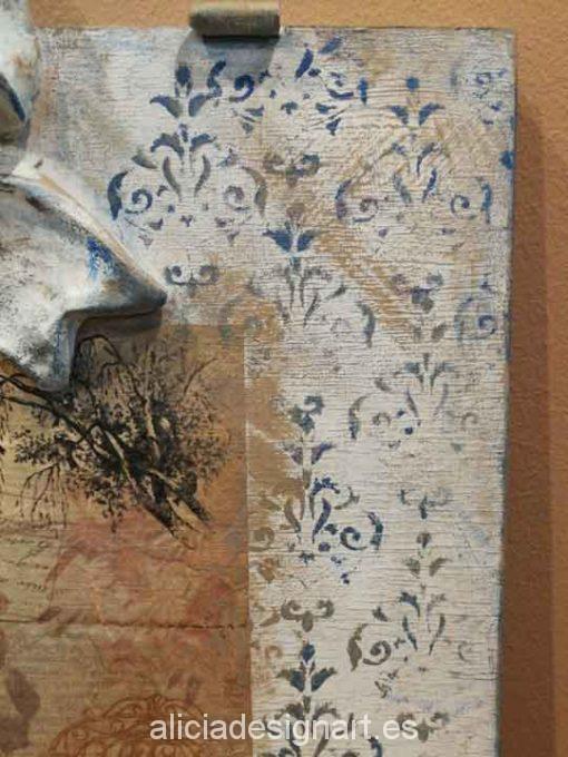 Puerta cuadro decorada con stencil y decoupage, precioso adorno de colores - Taller decoración de muebles antiguos Alicia Designart Madrid.