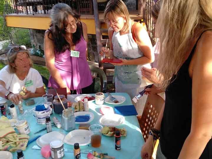 Cursos y talleres para aprender a decorar muebles de colores - Tienda de productos de decoración en Madrid. Plantillas de stencil, papel decoupage, pintura decoración, Shalk Paint, accesorios