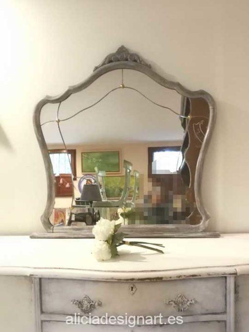Espejo antiguo con cristal biselado y botones, estilo Shabby Chic Francés - Taller decoración de muebles antiguos Alicia Designart Madrid.