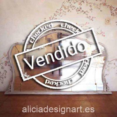 Espejo antiguo gran formato con cristal biselado y botones, estilo Shabby Chic - Taller decoración de muebles antiguos Alicia Designart Madrid.
