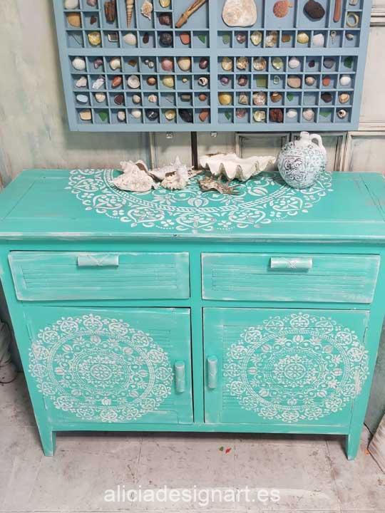 Aparador colonial antiguo decorado estilo desgastado reciclado verde Mandala Beach - Taller decoración de muebles antiguos Alicia Designart Madrid.