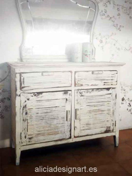 Aparador colonial antiguo decorado estilo desgastado reciclado blanco - Taller decoración de muebles antiguos Alicia Designart Madrid.