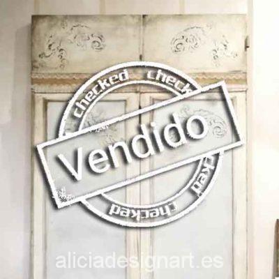 Puertas vintage de madera maciza decoradas estilo nórdico, ideales para cabecero o decoración de local - Taller de decoración de muebles antiguos Alicia Designart Madrid.