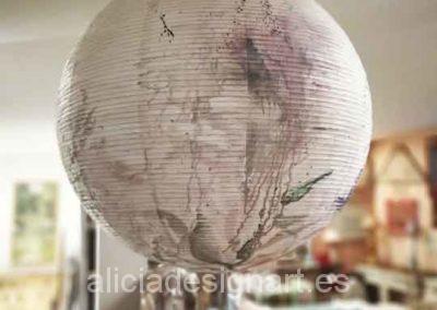 Lámpara de papel decorada por encargo con motivos florales - Taller de decoración de muebles antiguos en Madrid Alicia Designart