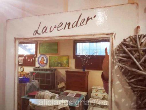 Puertas espejo vintage decoradas estilo Shabby Chic con stencil - Taller de decoración de muebles antiguos Madrid. Muebles de colores, productos y cursos.