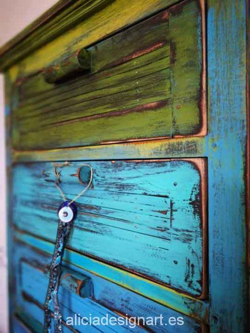 Sinfonier vintage 6 cajones decorado estilo Boho con degradado de colores - Taller de decoración de muebles antiguos Madrid. Muebles de colores, productos y cursos.