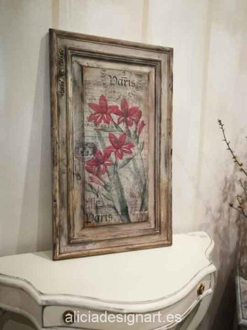 Puerta cuadro antigua decorada con stencil y découpage de flores rojas - Taller decoración de muebles antiguos Alicia Designart Madrid.