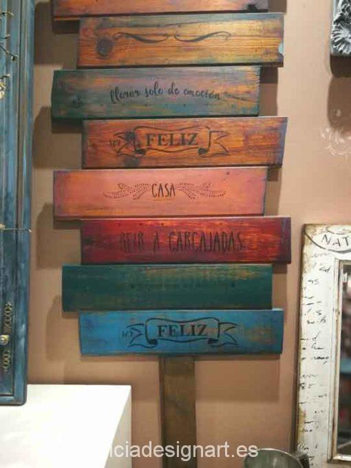 Cartel en madera reciclada con las Normas de la Casa, decorado estilo boho - Taller decoración de muebles antiguos Alicia Designart Madrid.
